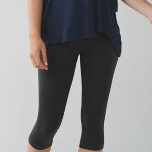 LULULEMON in the Flow crop Heathered blk